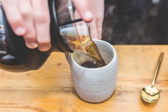 Une cafetière classique ou avec un moulin